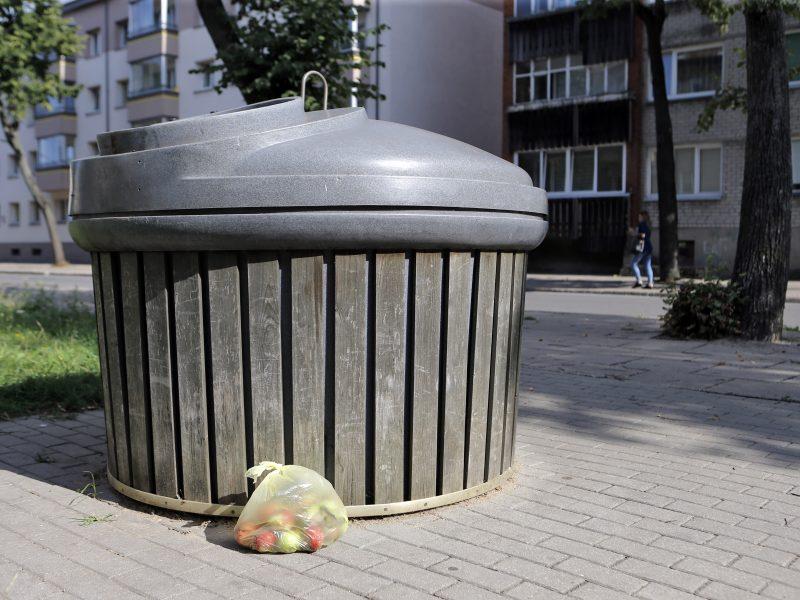 Žaliąsias atliekas – į maišelius