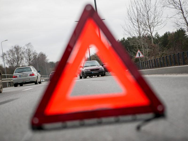 """Karmėlavoje vilkiko ir """"Opel """" avarija"""