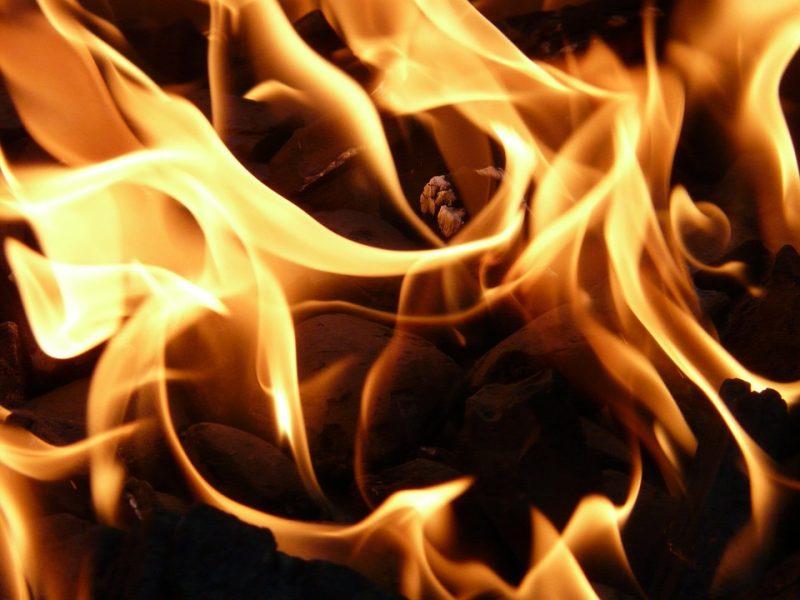 Kilo gaisras Viešvilės lentpjūvėje