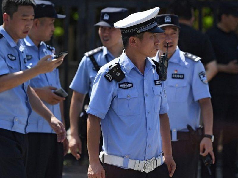 Kinijoje visureigiui įsirėžus į pėsčiuosius žuvo 9 žmonės, dešimtys sužeisti