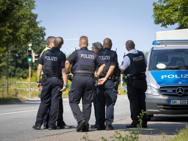 Vokietijos policija: terorizmo pėdsakų keleivius užpuolusio vyro veiksmuose nėra