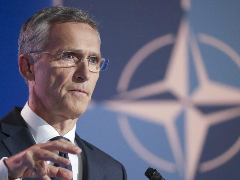 NATO pakvietė Makedoniją pradėti stojimo derybas