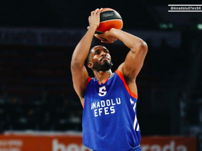 """""""Anadolu Efes"""" krepšininkai įveikė Bambergo ekipą"""