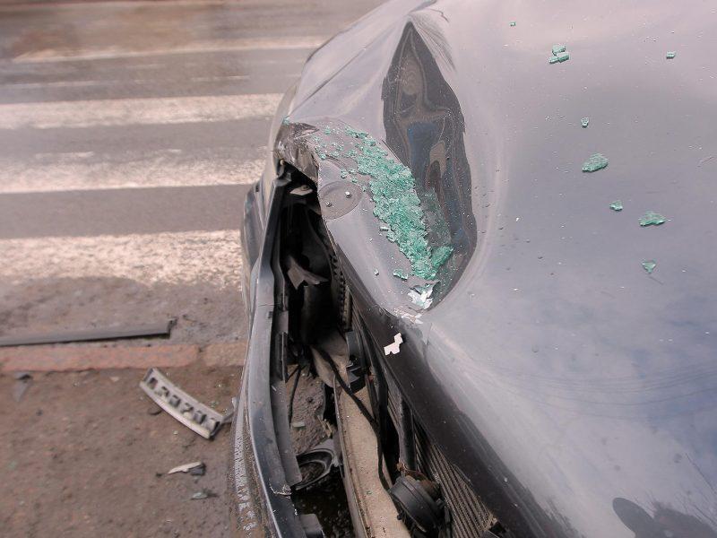 Per girto kariškio sukeltą avariją nukentėjo moteris