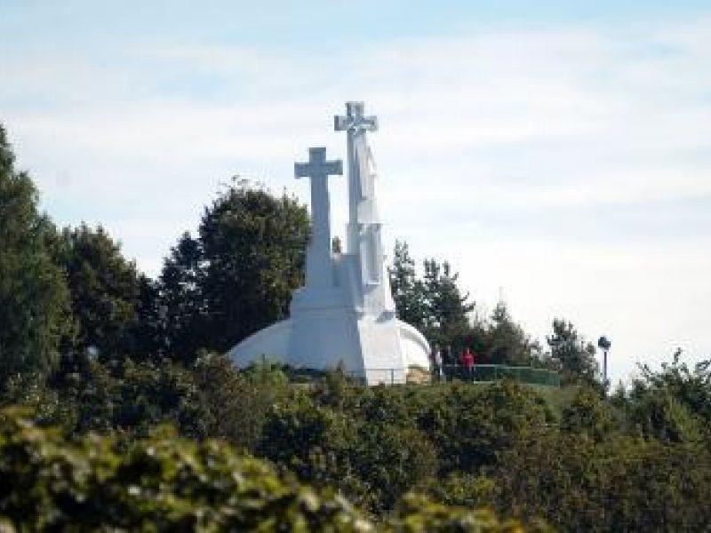 Apdraustas vienas sostinės simbolių – Trijų kryžių paminklas