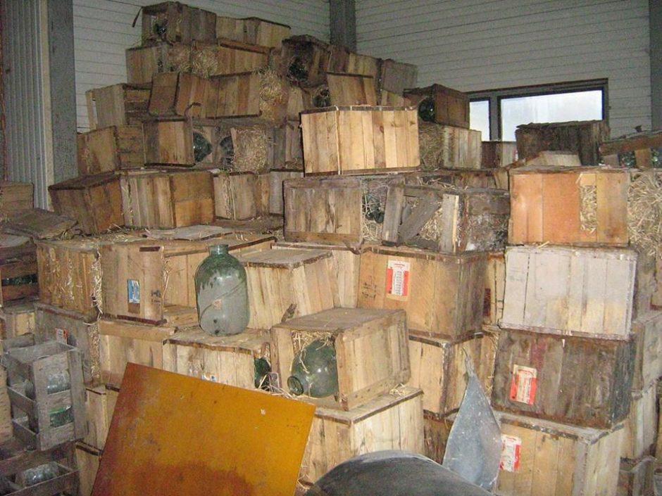 Naujo daugiabučio statybvietėje rasta 400 uogienių stiklainių