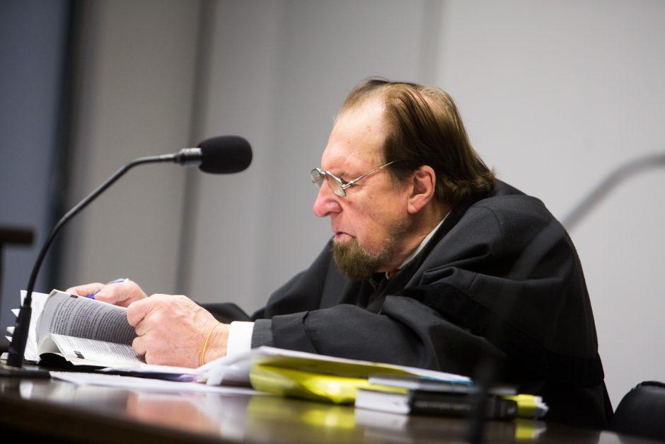 Dukrelės nužudymu kaltinamą daugiavaikį tėvą siūloma įkalinti