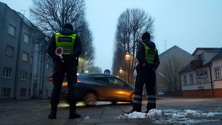 Rytinis reidas Kaune: skubantys pažeidėjai pareigūnus apipylė pažadais
