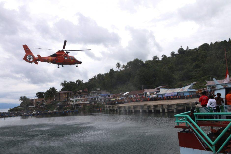 Indonezija aptiko Tobos ežere nuskendusį keltą