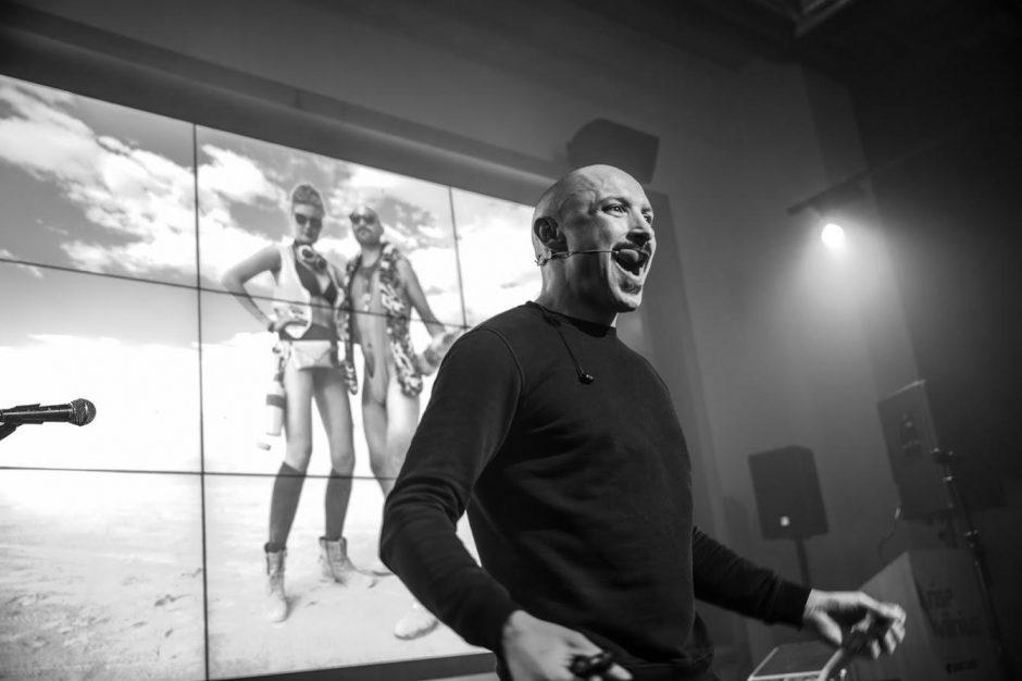 Autoriniame pasirodyme J. Didžiulis žongliravo publikos emocijomis
