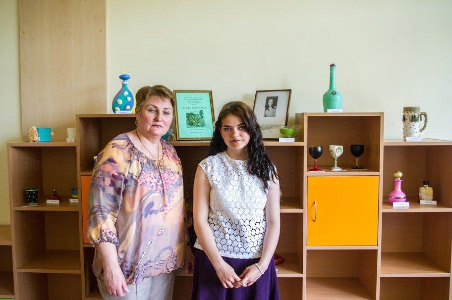Klaipėdos moksleivė stiklo dirbinius prikėlė naujam gyvenimui