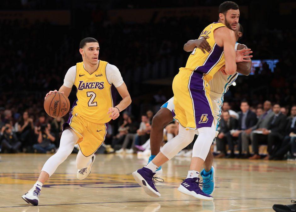 """NBA: """"Lakers"""" nutraukė pralaimėjimų seriją"""