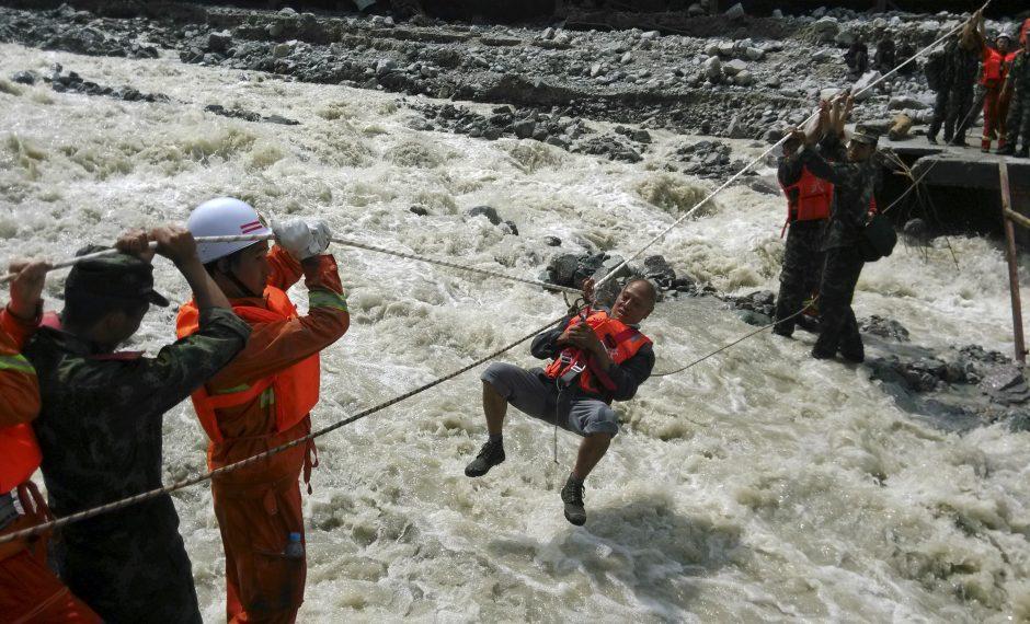 Kinijoje dėl taifūno ir liūčių žuvo arba dingo beveik 300 žmonių