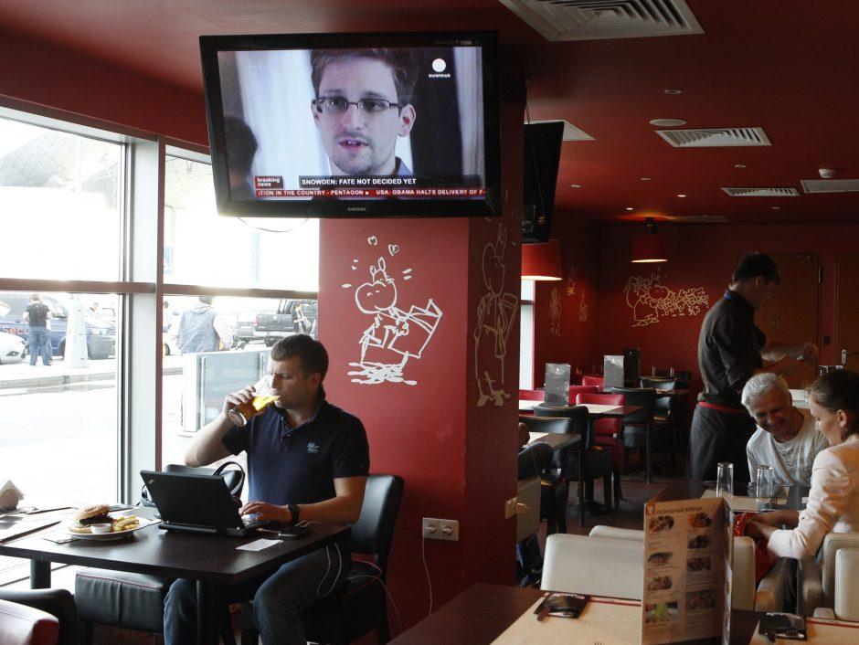 JAV paslapčių viešintojas E.Snowdenas paliko Maskvos oro uostą (papildyta)