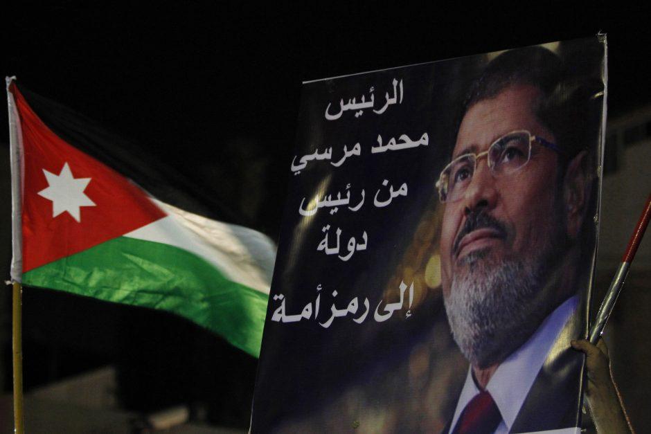 Egipto prokuroras skyrė areštą nuverstam prezidentui Mursi dėl ryšių su