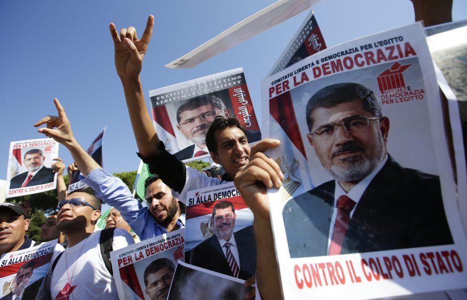 Egipto prokuroras nurodė sulaikyti nuverstąjį prezidentą M.Mursi dar 15 parų