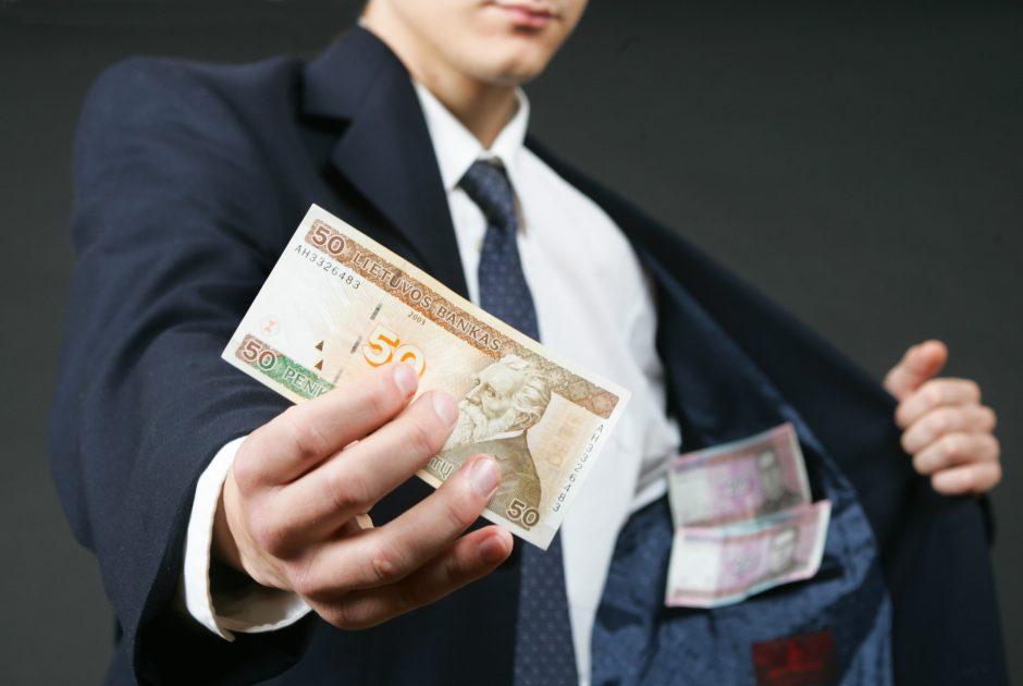 Pagiriotas vairuotojas pasiūlė Klaipėdos policininkams pinigų