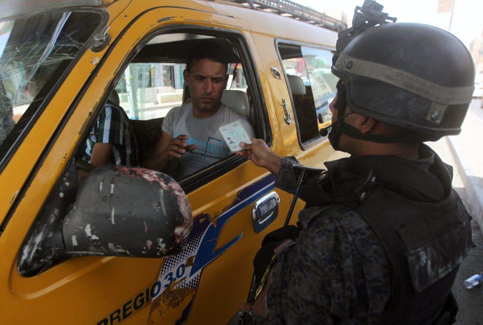 Irake užpuolikai nužudė 14 sunkvežimių vairuotojų