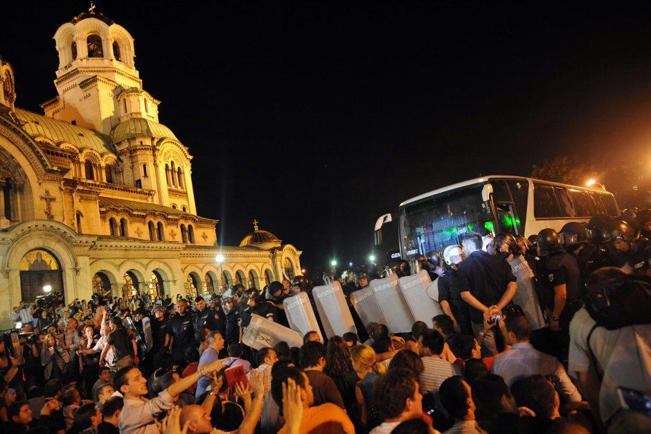 Policija nutraukė Bulgarijos parlamento blokadą, evakavo deputatus