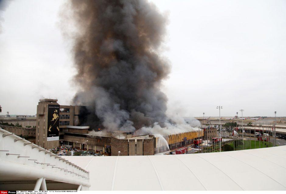 Nairobio oro uostą apėmus didžiuliam gaisrui, kilo chaosas (atnaujinta)