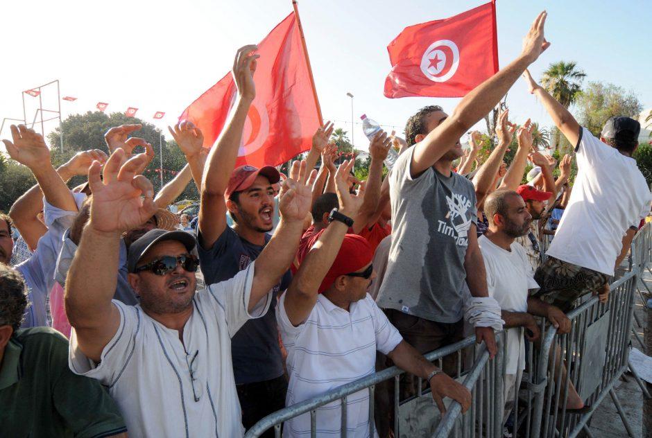 Tunise policija ašarinėmis dujomis vaikė vyriausybės priešininkų demonstraciją