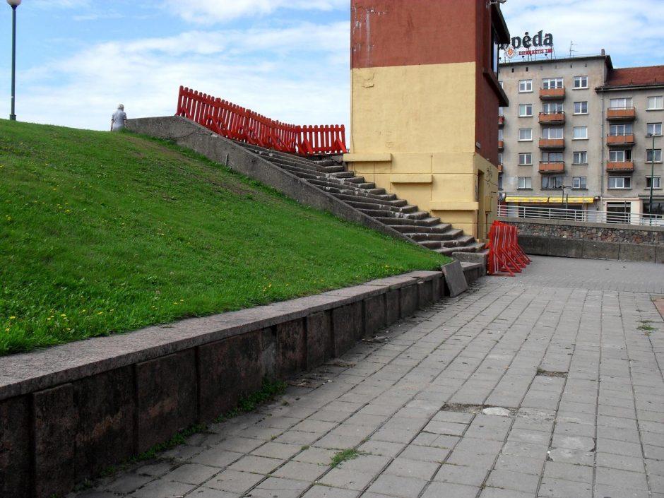 Ant Pilies tilto vedantys laiptai ruošiami remontui