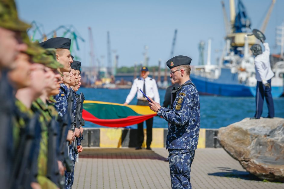 Būsimieji karinių jūrų pajėgų karininkai prisiekė Tėvynei