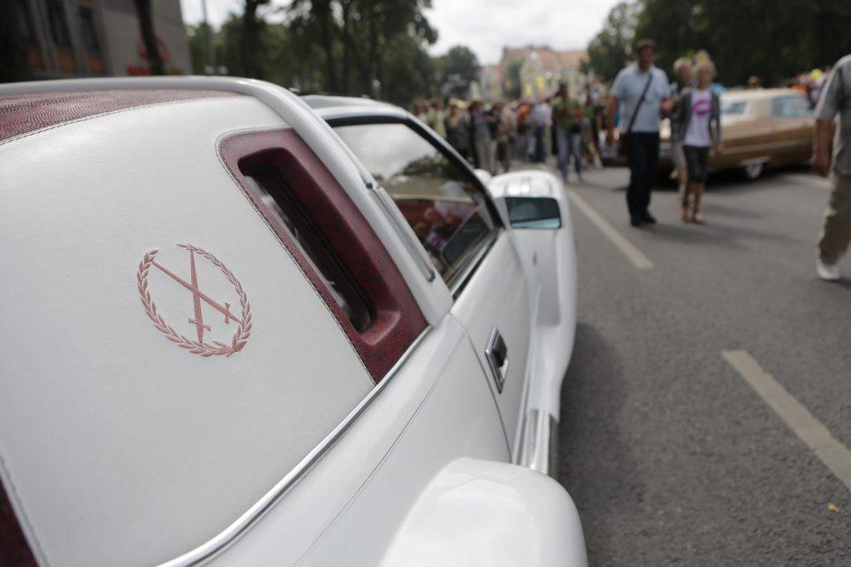 Senųjų automobilių paradas Klaipėdoje traukė minias