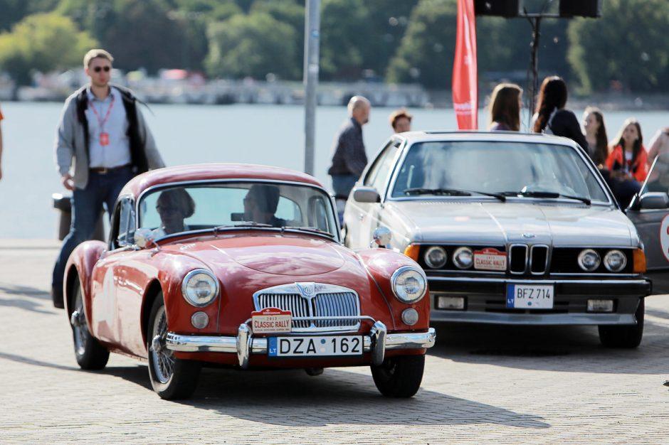 Uostamiestyje – džentelmeniškų automobilių paradas
