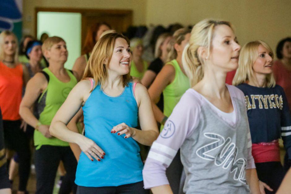 Zumbą šokančios moterys Gargžduose ryžosi maratonui