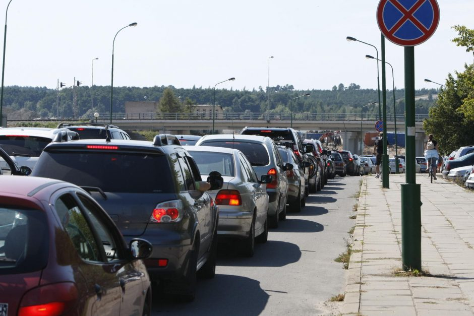 Automobilių spūstys į keltą