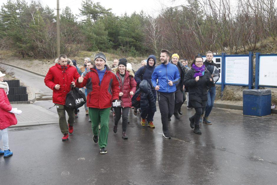 Klaipėdos sveikuoliai nėrė į žiemišką Baltiją