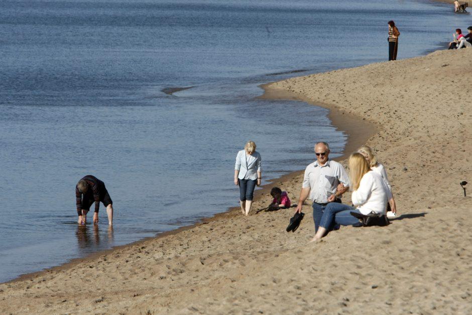 Rudeniškuose paplūdimiuose – vasariškos pramogos