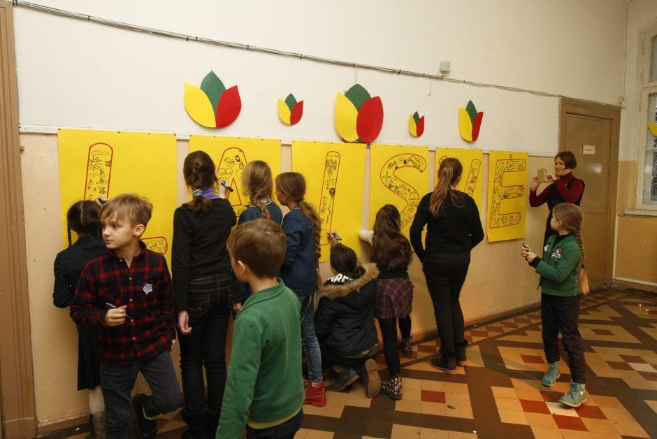 Laisvos Lietuvos vaikai piešė Laisvę