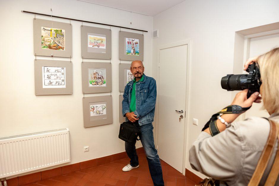 """""""Laisvės kario"""" atidengimui paminėti – šmaikšti karikatūristų paroda"""