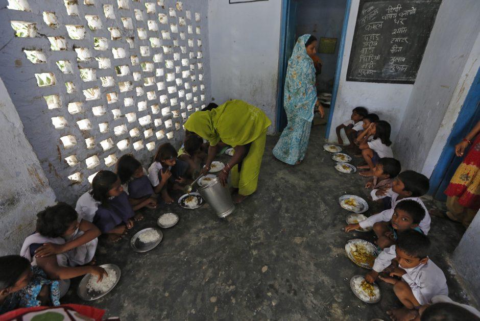 Maiste, nuo kurio Indijoje mirė 23 moksleiviai, rasta insekticido