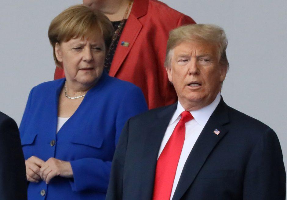 D. Trumpas piktinasi į Rusiją vamzdynais iš Europos tekančiais doleriais
