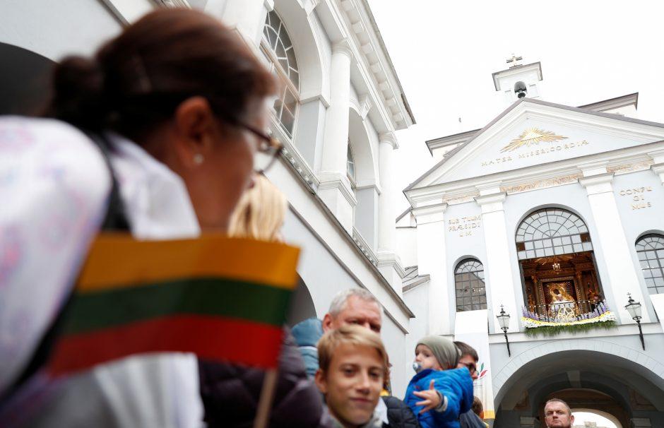 Popiežius meldėsi Aušros Vartų koplyčioje