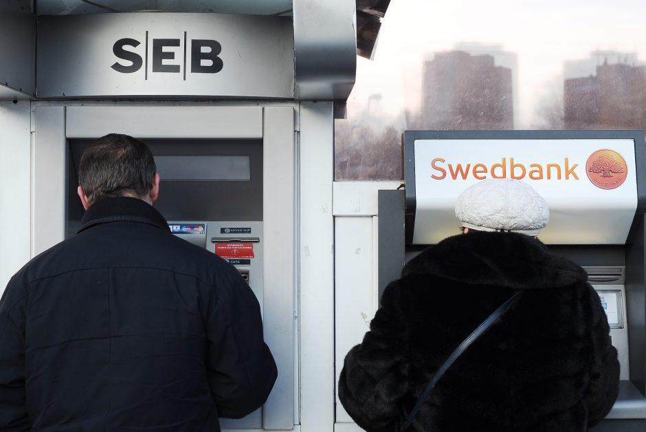 """Bankomato """"įsiurbta"""" kortelė gali kainuoti ir klientui"""
