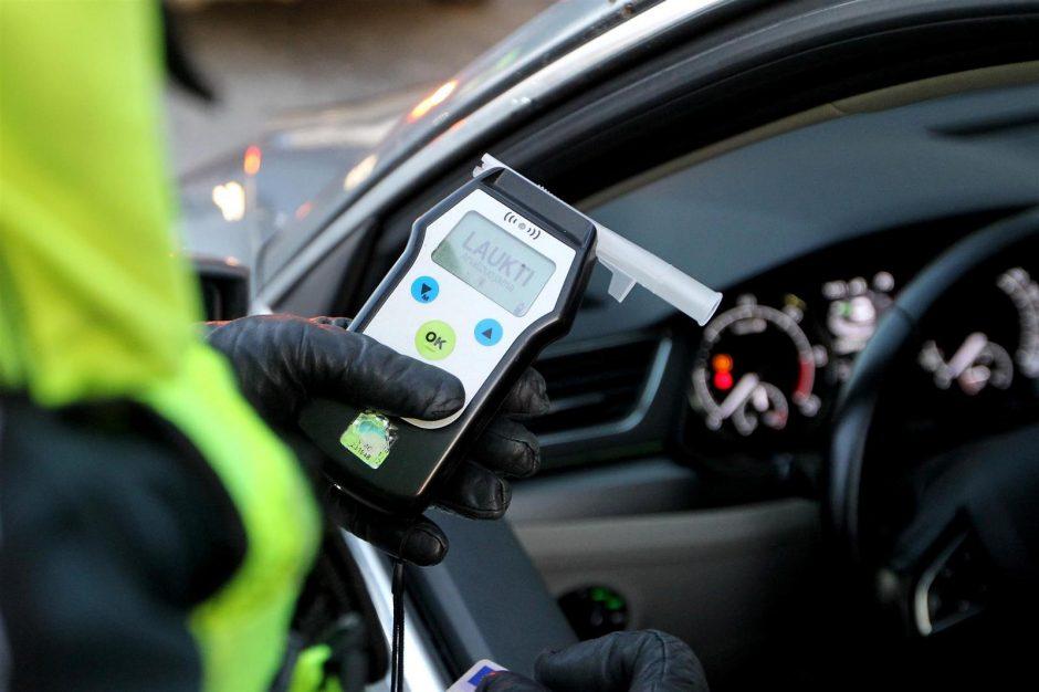 Atsisakiusiems blaivumą tikrintis vairuotojams – baudžiamoji atsakomybė