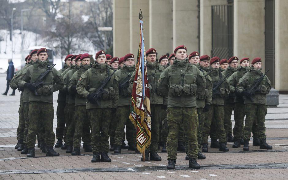 Iškilminga karių savanorių rikiuotė