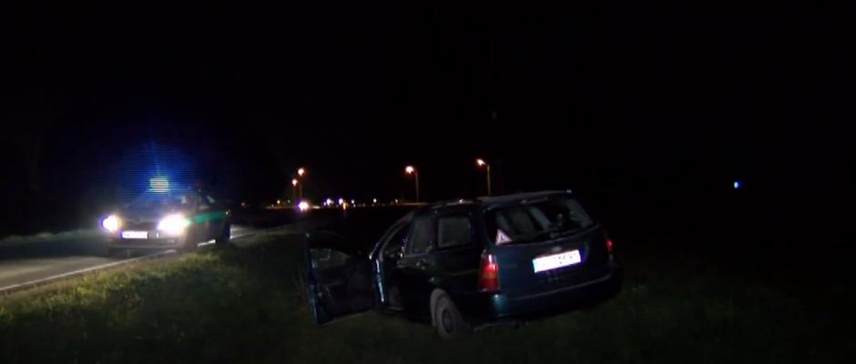Griovyje netoli Vilniaus kažkas pametė fordą