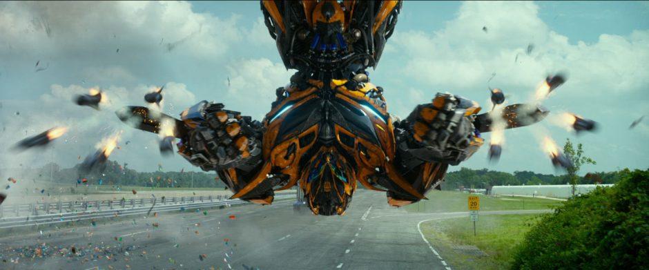"""Režisierius M. Bay žada dar 14 filmo """"Transformeriai"""" tęsinių"""