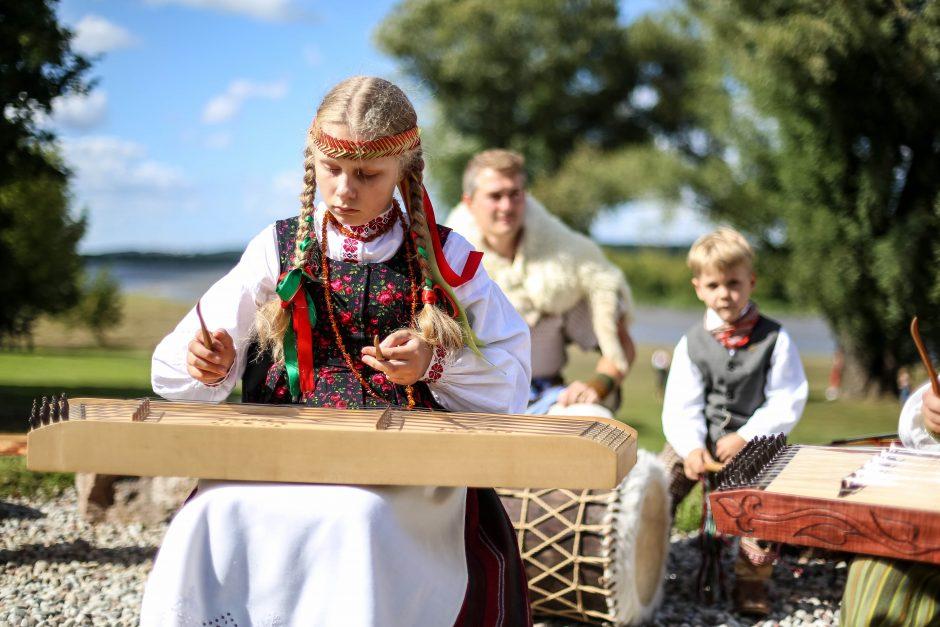 Kauno moksleivius viliojo ir šokiais, ir išradimais