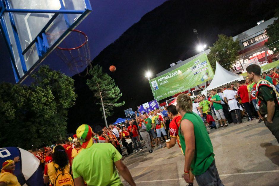 Draugiški sirgalių apsikabinimai prieš Lietuvos ir Makedonijos rungtynes