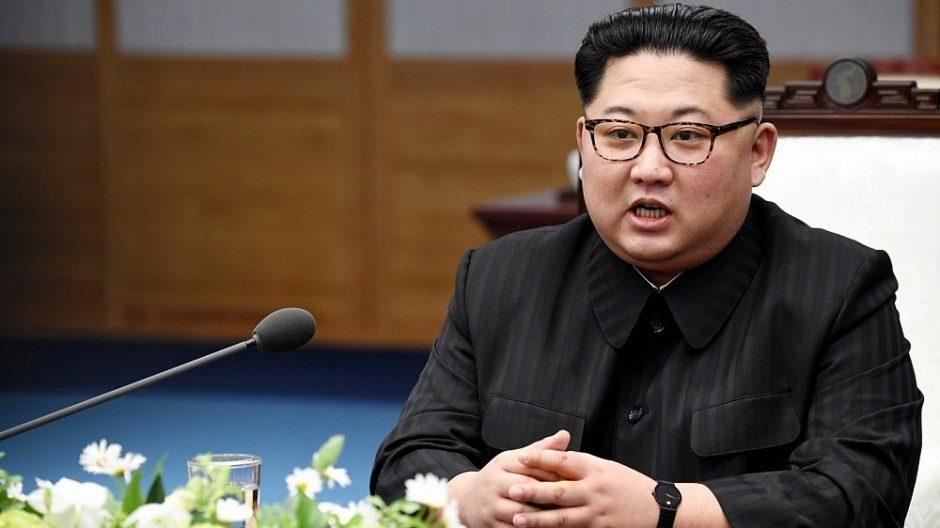 Šiaurės Korėjos lyderis griežtai supliekė šalies sveikatos priežiūros sektorių