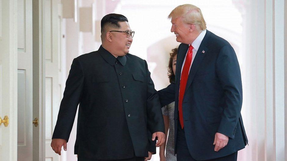 Apžvalgininkai: propagandos meistras Kim Jong Unas patikėjo D. Trumpo holivudu