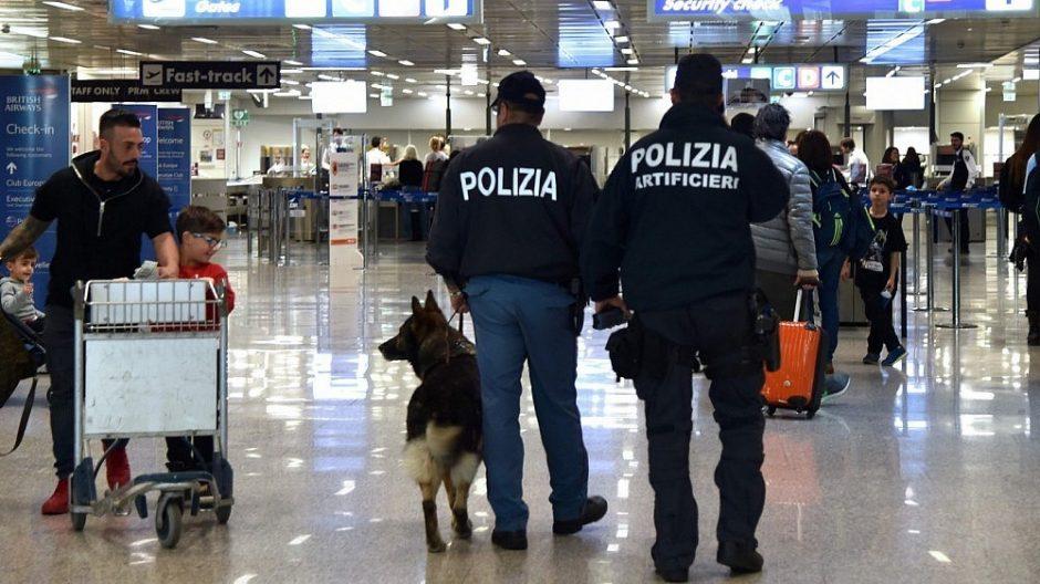 Reguliariai vogę Romos oro uosto darbuotojai apšvarino ir karališkąją šeimą