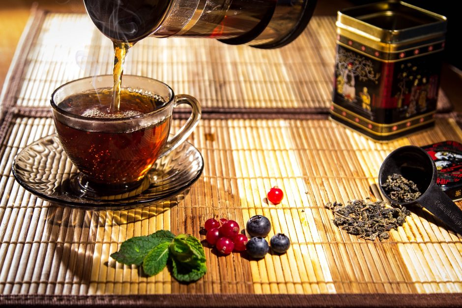Parodė, kaip taisyklingai ruošti arbatą