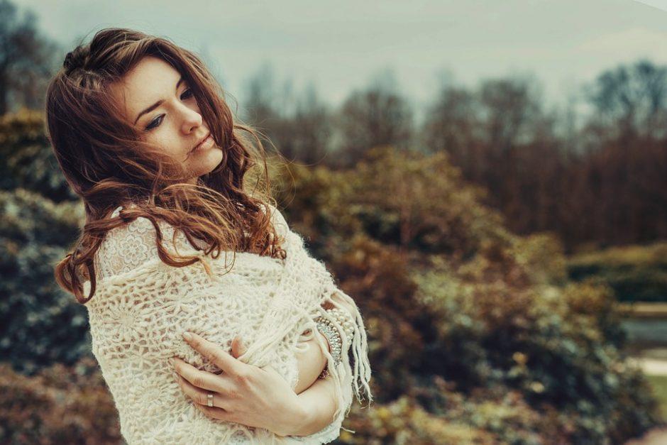 Artėjant rudeniui svarbu žvilgtelėti ne tik į drabužių spintą, bet ir kosmetinę